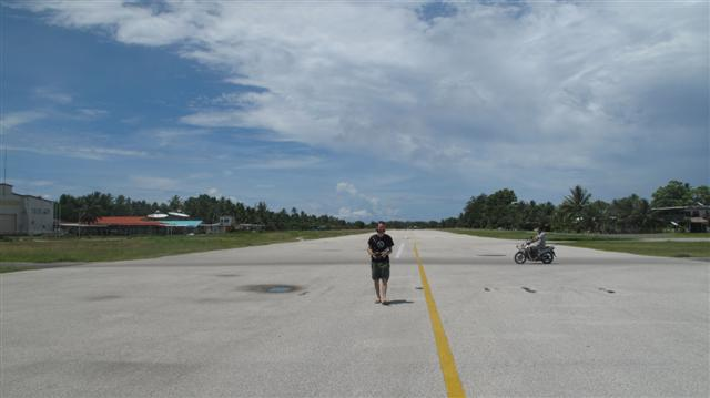 The very relaxed airstrip, Funafuti