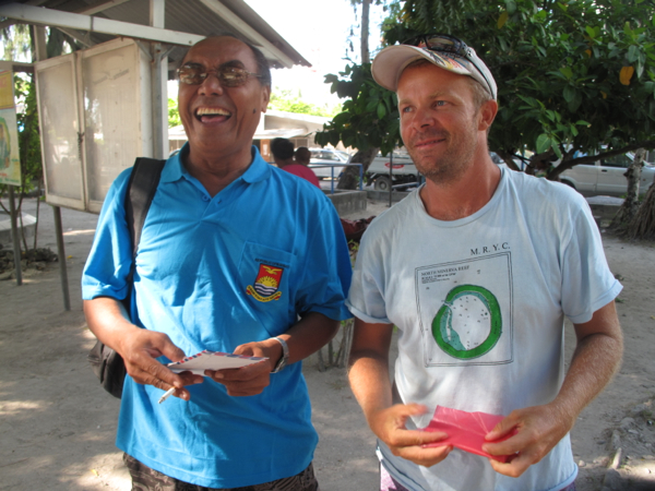 Robin and a guy from Tuvalu we delivered a suitcase to from his family in Nanumea