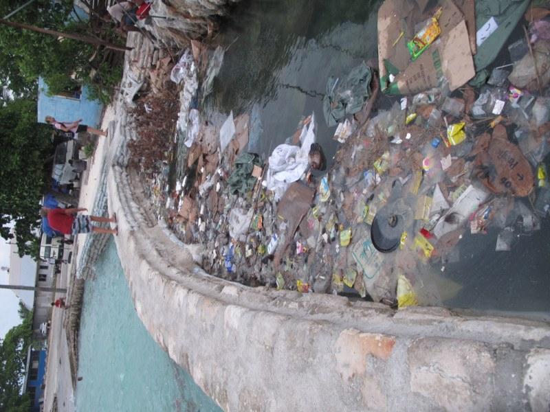 The dark side of Tarawa - trash everywhere